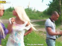 Озабоченную блонду три черных корешка оприходовали во всю