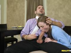 Зрелая санитарка мастурбирует