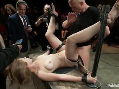 Соблазнительница Лула с маленькой грудью приготовилась к делу